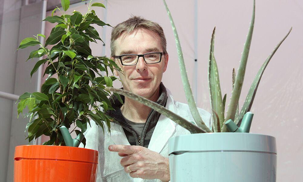 Innovatieve, zelf watergevende bloempot ontzorgt consumenten