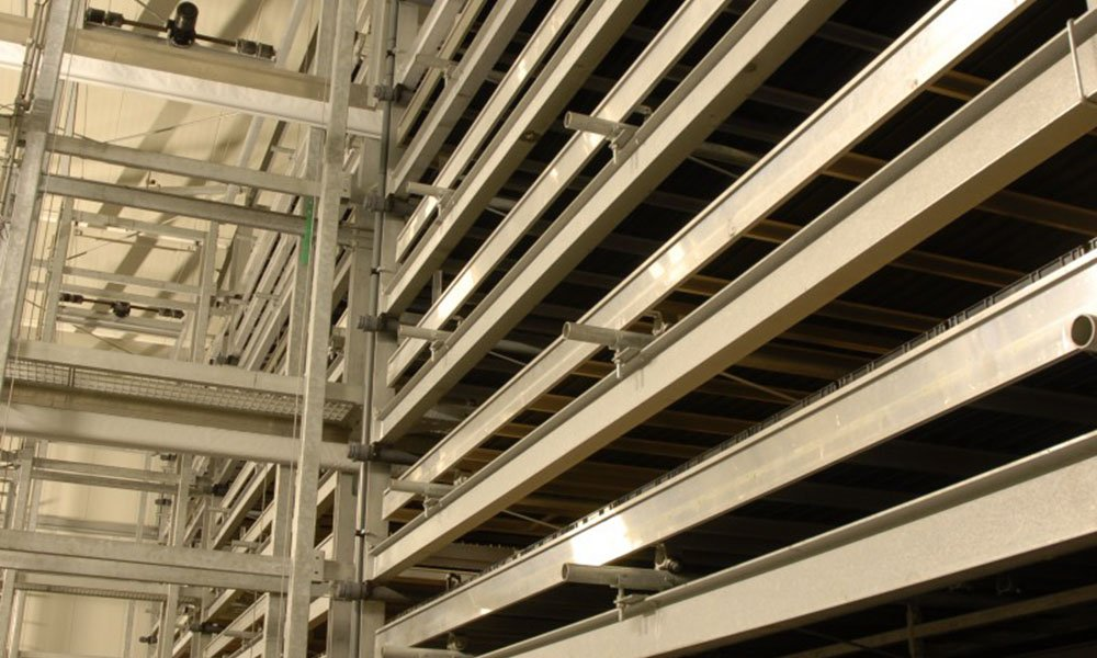 IT company SERCOM automated the first companies using multi-layer cultivation five years ago, well before the term Vertical Farming became a hype.