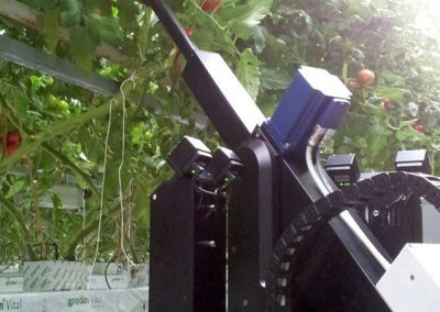 The Priva Deleafing Robot is the first robot in the world to offer an economically viable alternative for the manual removal of leaves in tomato plants.