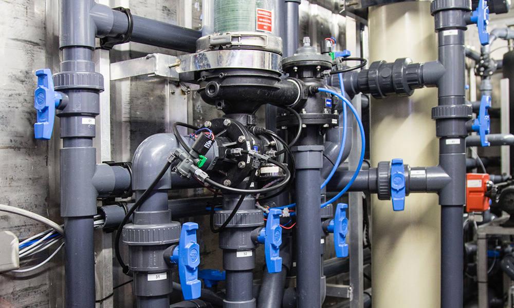 Glastuinbouwbedrijven hebben een individuele zuiveringsplicht van hun restwater, echter bestaat de mogelijkheid om te kiezen voor een collectieve oplossing.
