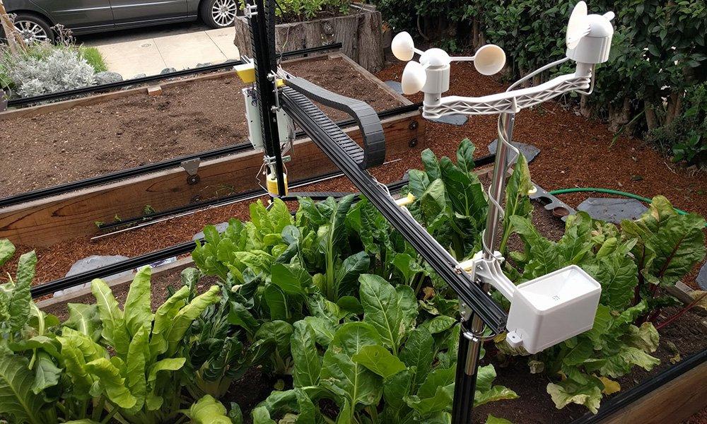 Kleinschalig gerobotiseerde teelt van gewassen is sinds kort mogelijk met behulp van de Farmbot Genesis.