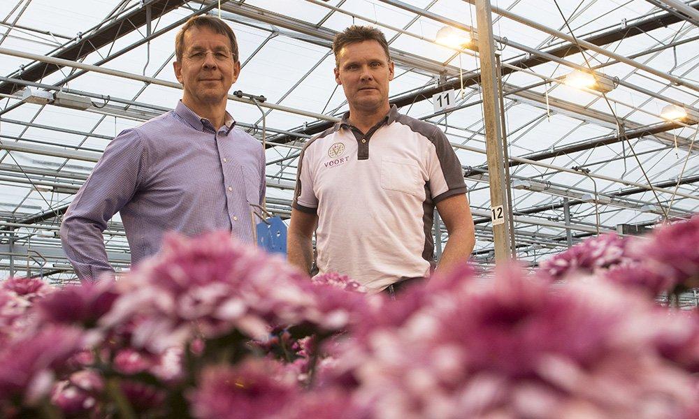 Arjen en Richard van der Voort laten zich door hun energiebedrijf adviseren bij beslissingen over de in- en verkoop van energie.
