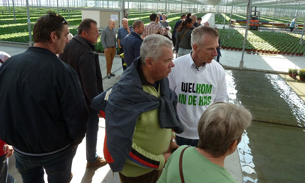 Cock van Bommel, de coördinator van Kom in de Kas in de regio IJsselmonde, vindt het belangrijk dat telers vertellen over de manier waarop telers omgaan met gewasgezondheid.