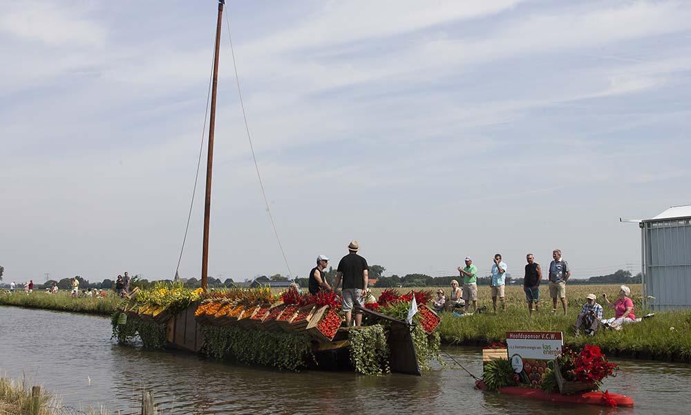Een boot die deelneemt aan het Varend Corso