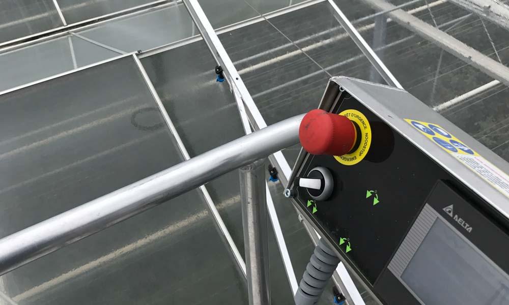 Het Limburgse loonwerkersbedrijf beschikt over speciale krijtmachines – voorzien van een spuitcomputer – om deze coating zeer nauwkeuring aan te brengen.