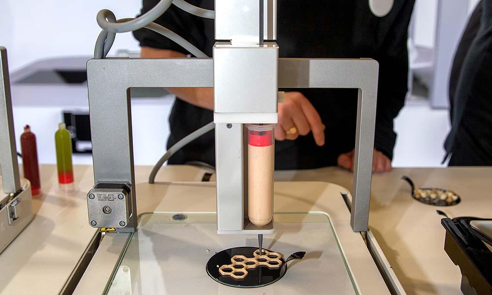 3D-foodprinter print een gerecht met de eetbare vulling