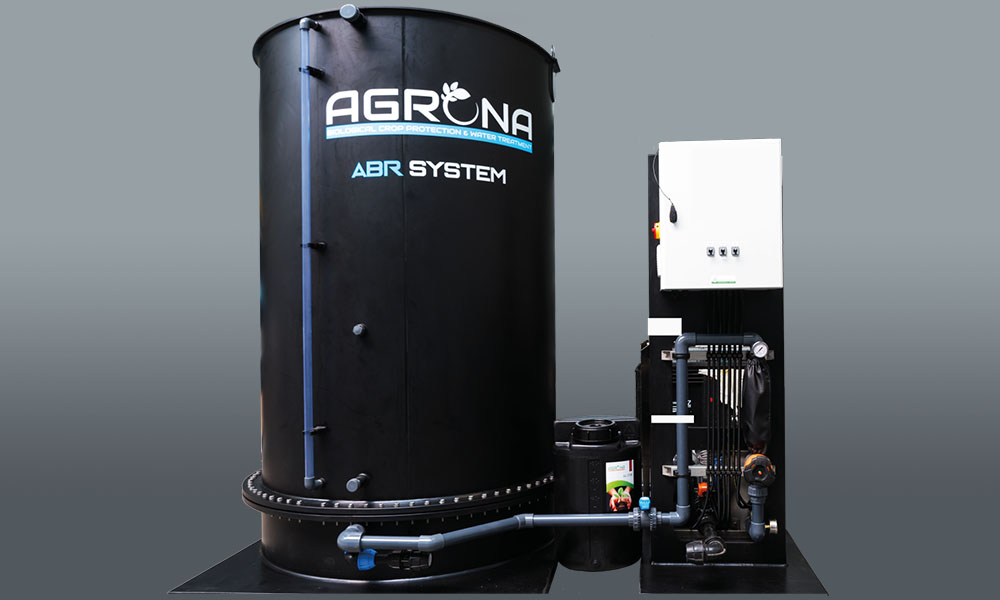 Agrona presenteert het ABR System. Dit waterfiltratiesysteem is een nieuwe, verfijnde strategie om de vitaliteit van het gewas te verbeteren.