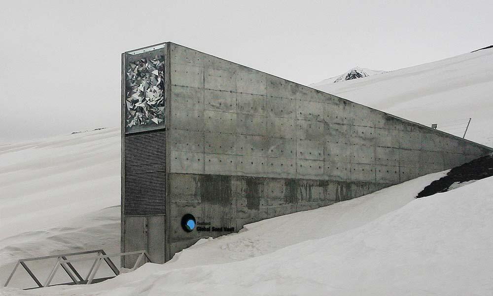 De ingang van de wereldzadenbank in Spitsbergen.