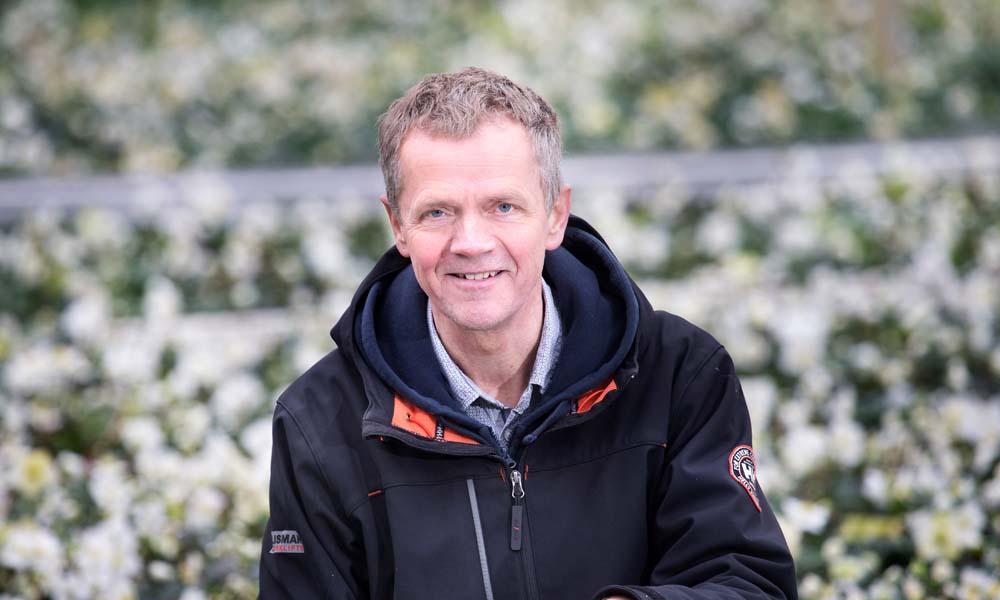 Sinds vorig voorjaar zet Hoogeveen Plants een spuitrobot in, die het bedrijf wekelijks ombouwt tot automatische zuiginstallatie voor Sciara's.