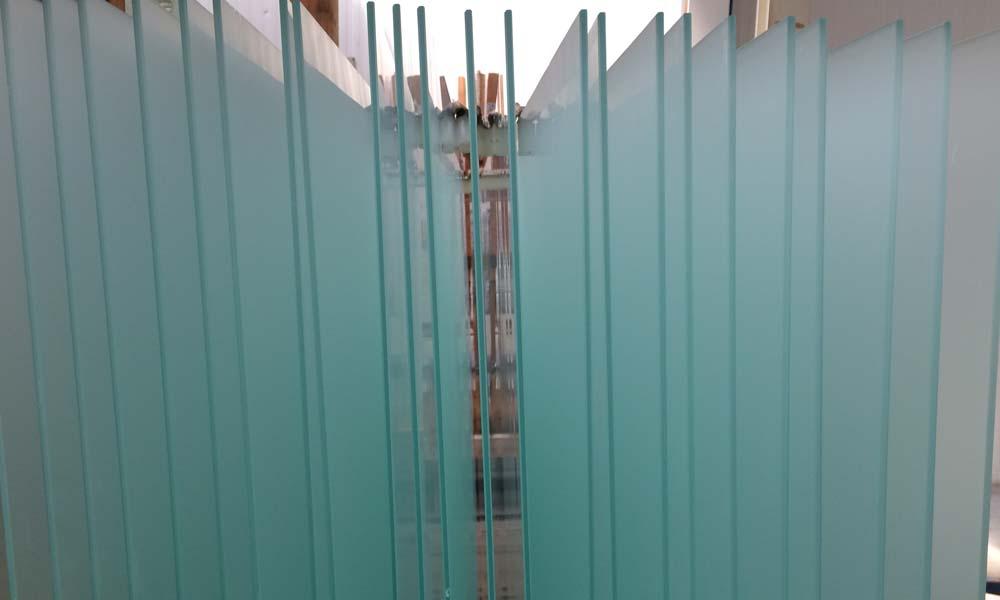 Daarom is een nieuw project gestart waarin een methode wordt ontwikkeld voor het bepalen van de levensduur van coatings op glas onder kascondities.