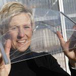 glas van 0,55 millimeter wordt nu gebruikt voor tablets. Onderzoekers bekijken of het een alternatief kan zijn voor het gebruikelijke 4 mm-glas in kassen.