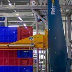 Het is zaak om de pakketten op de pallets zo te verpakken dat ze niet beschadigen tijdens het transport naar de klant. Een omsnoeringsmachine kan daarbij helpen.