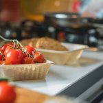 Bakje tomaten van olifantsgras
