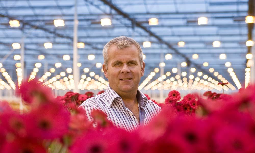 Een maand nadat een korte, hevige hoos kwekerij Van der Wilt Gerbera's in Mijdrecht in het hart trof, maakt Aad van der Wilt de balans op.