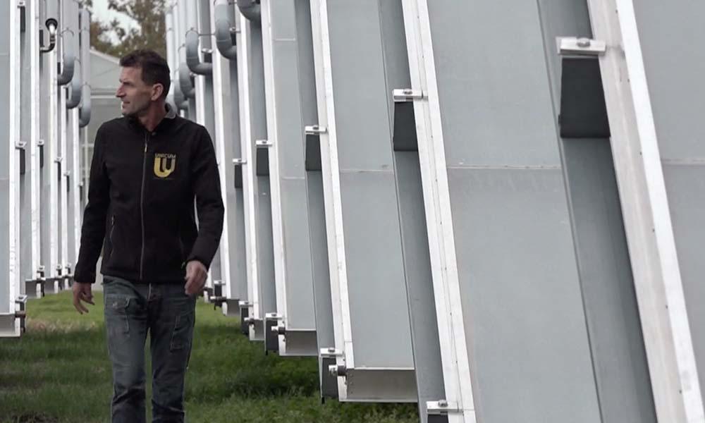Zonnecollectoren leveren warm water voor freesiateler