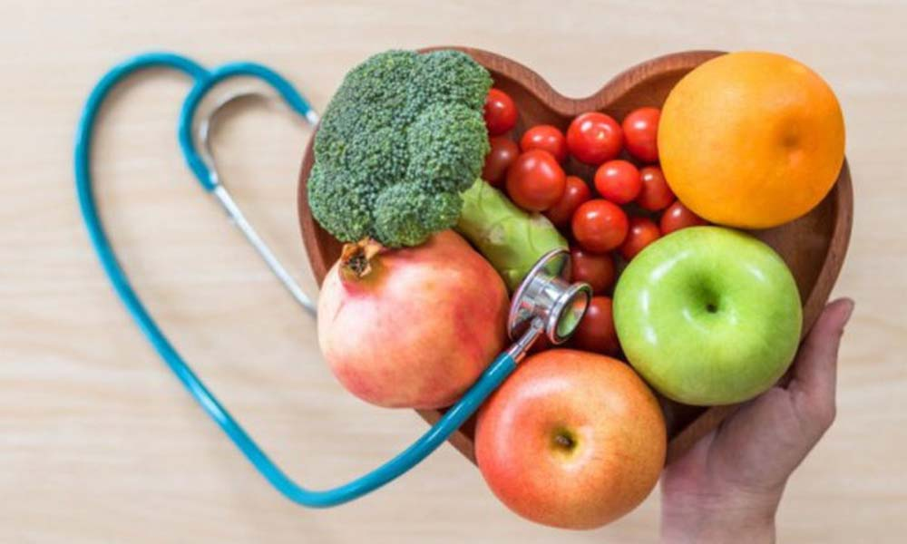 Een recent gestart project in Rotterdam mobiliseert huisartsen in achterstandswijken om groenten in te zetten in de strijd tegen chronische welvaartsziekten, zoals obesitas en suikerziekte type 2.