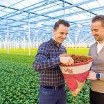 'Retailers blij met overstap van plastic op papieren hoezen'